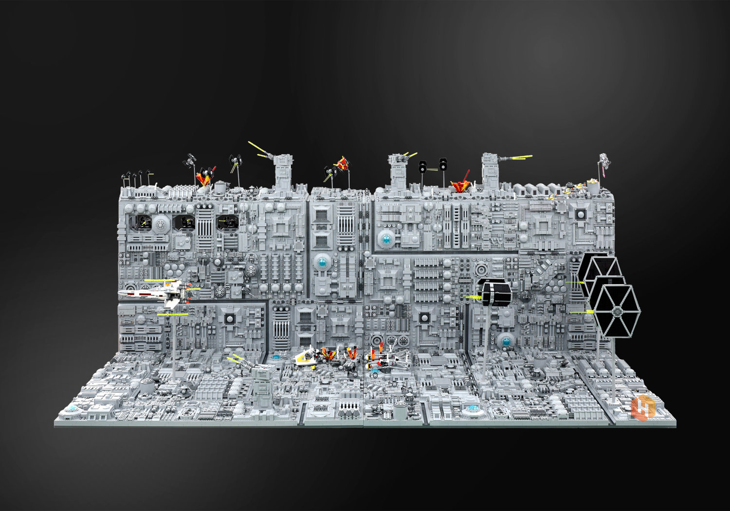 super-detailed-lego-diorama-of-the-star-wars-death-star-trench-run-stays-on-target2