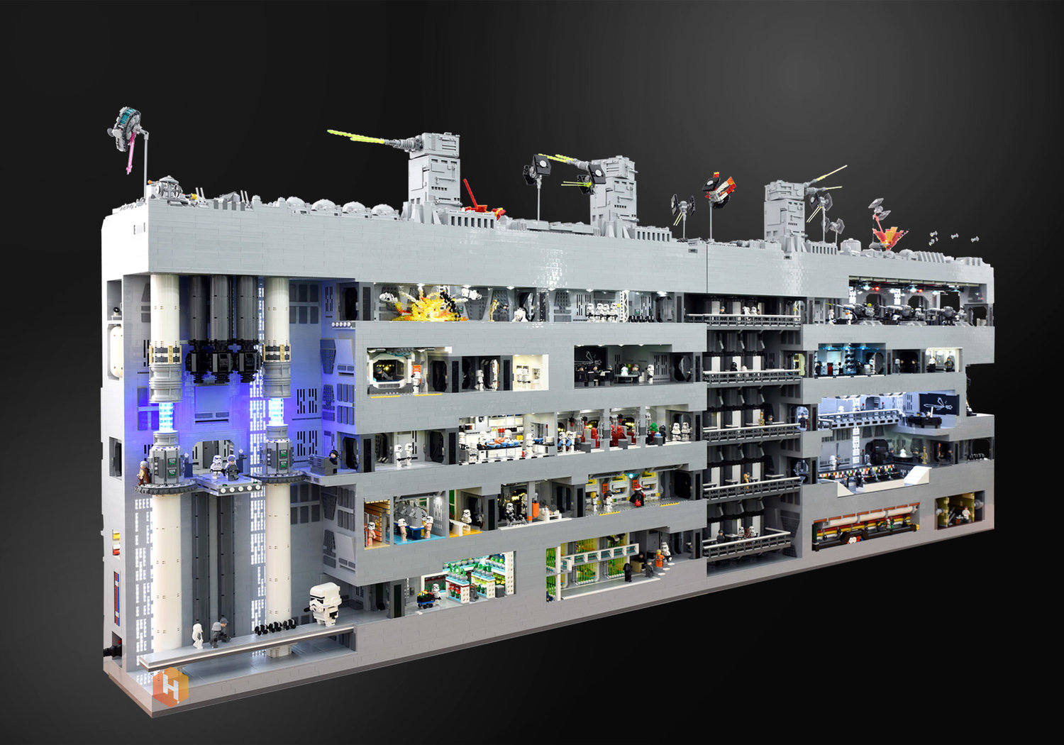 super-detailed-lego-diorama-of-the-star-wars-death-star-trench-run-stays-on-target3