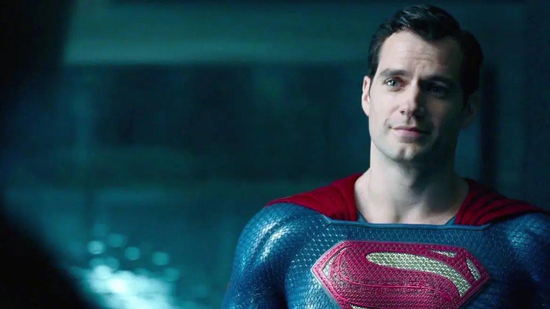 """Henry Cavill veut toujours jouer Superman et dit """"je n'ai pas abandonné le rôle"""" – Newstrotteur henry cavill still wants to play superman and says ive not given up on the role social"""