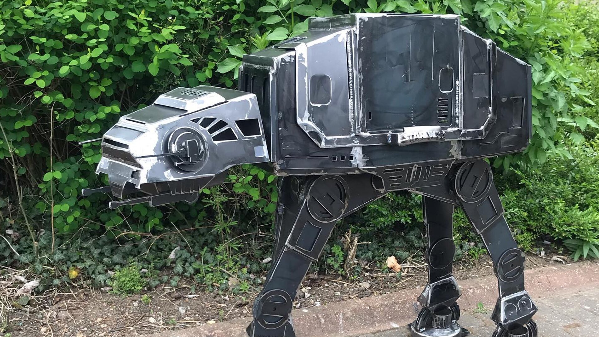Here S An Awesome Welded Steel Star Wars At At Walker Bbq Grill Geektyrant