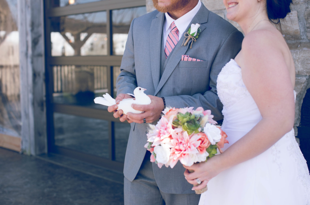 Love Blooms Throughout a St. Louis Spring Wedding
