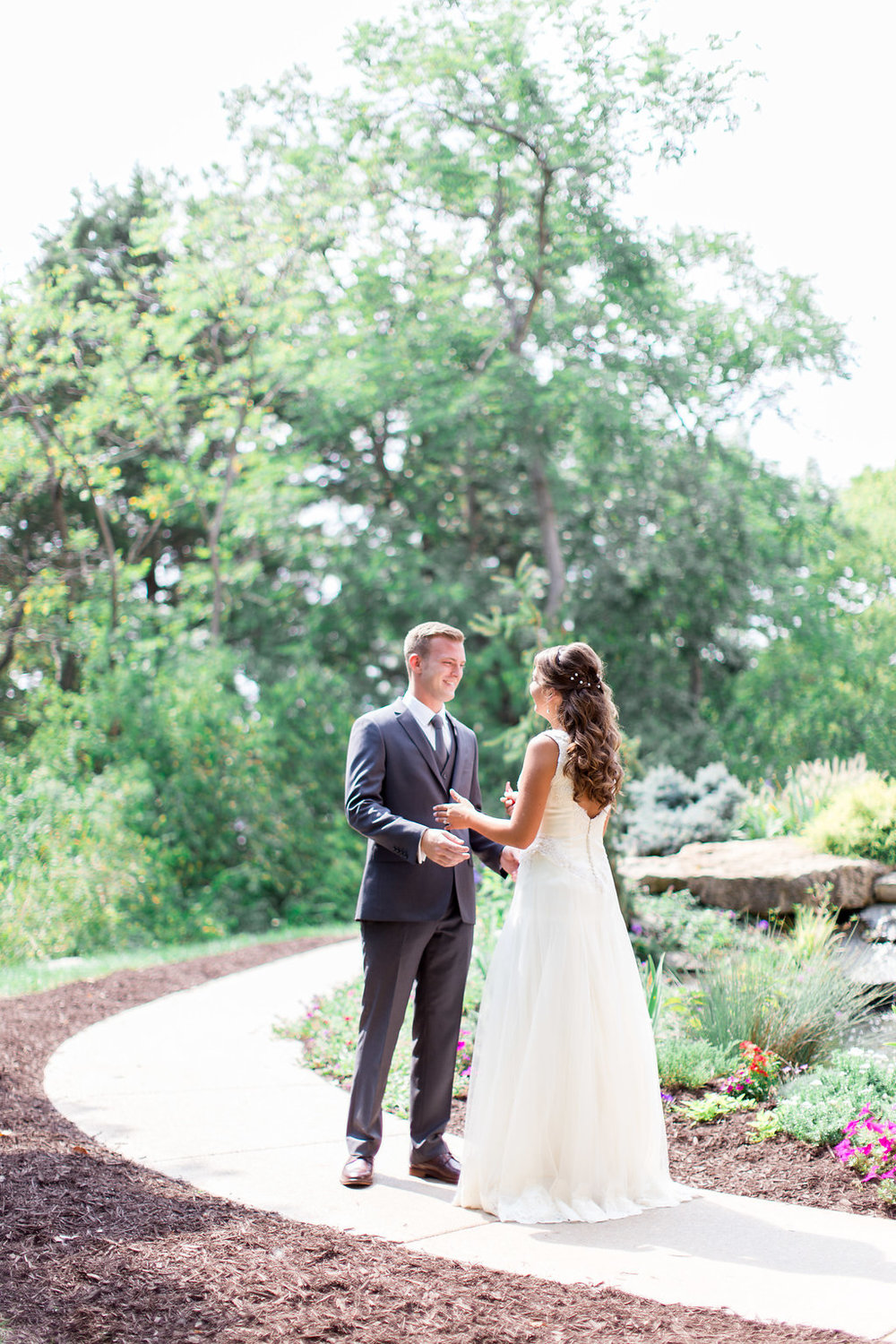 Delicate Details Accompany a Haue Valley September Wedding