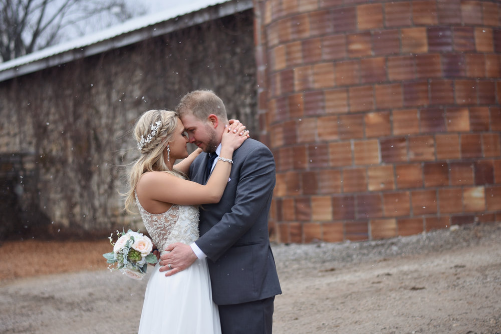 A Snowy Wonderland Captures a St. Louis Wedding at Haue Valley