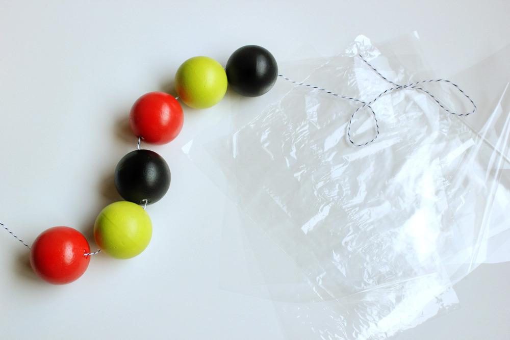 halloween-candy-garland-hankandhunt-6.jpg