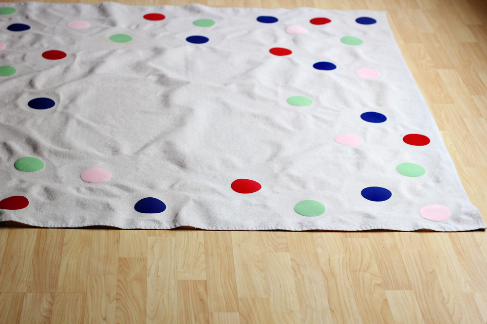 diy flocked confetti picnic blanket or tablecloth .JPG