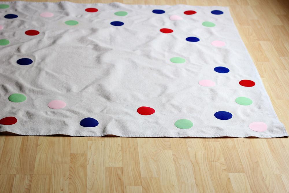 diy flocked confetti picnic blanket or tablecloth .JPG