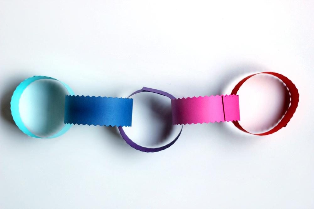 paper chain link garland 5.JPG