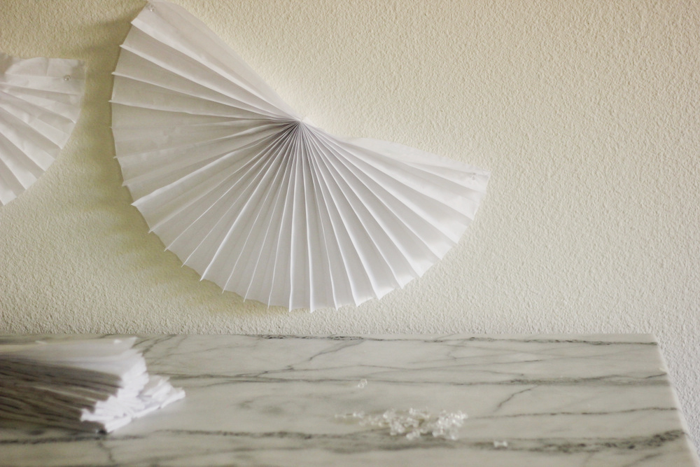 diy paper fan backdrop baby shower.JPG
