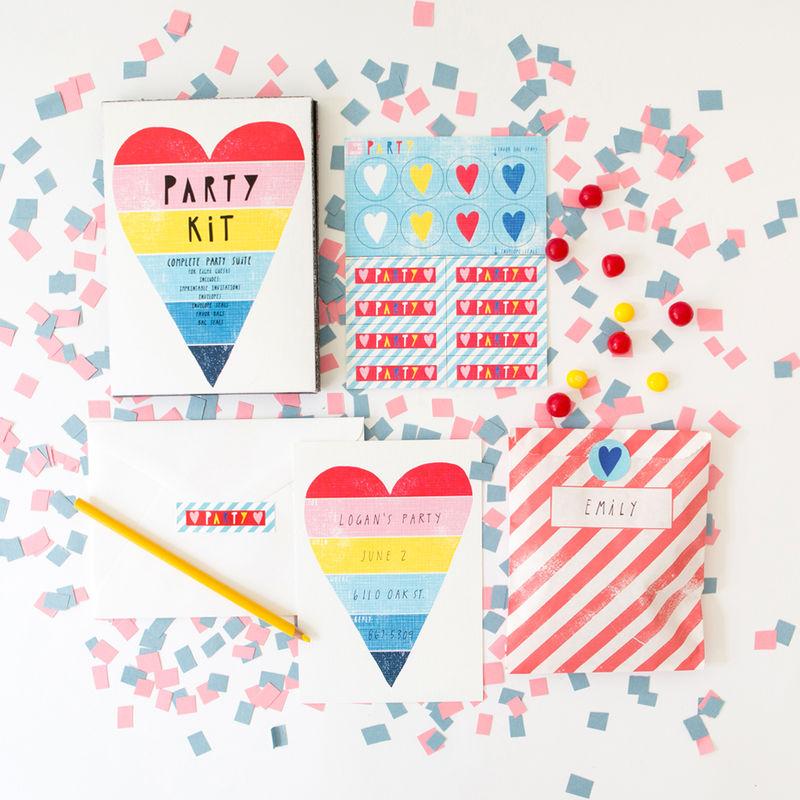 PK103-_Rainbow_Heart_Party_Kit_grande.jpg