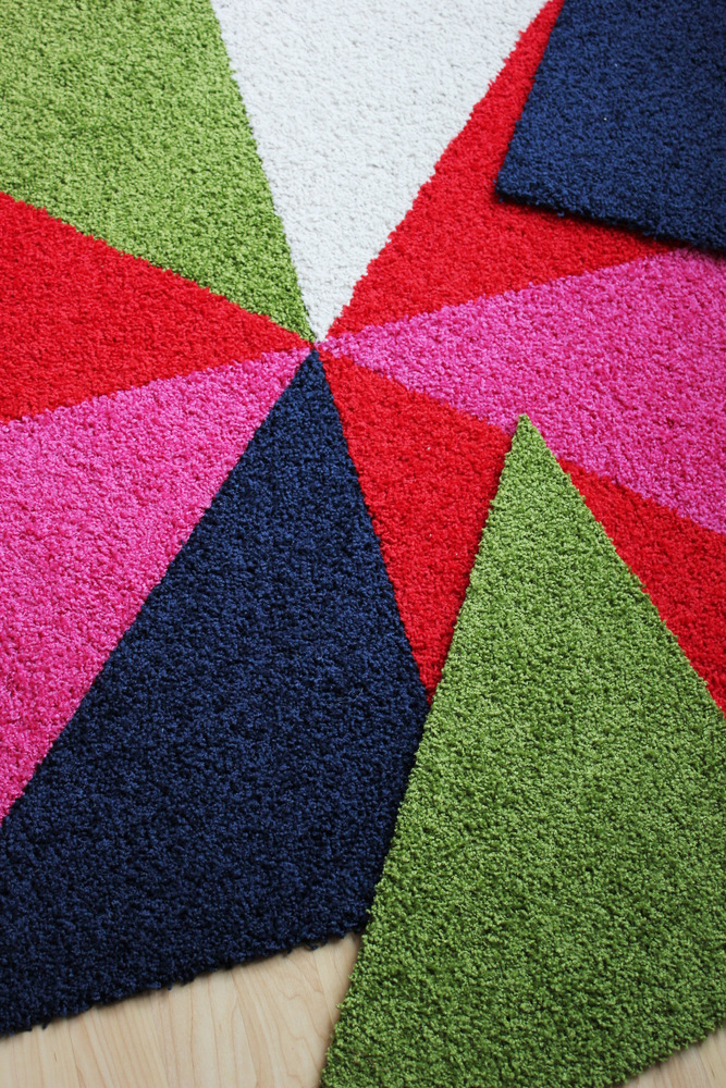 swap out colored tiles for christmas rug.JPG