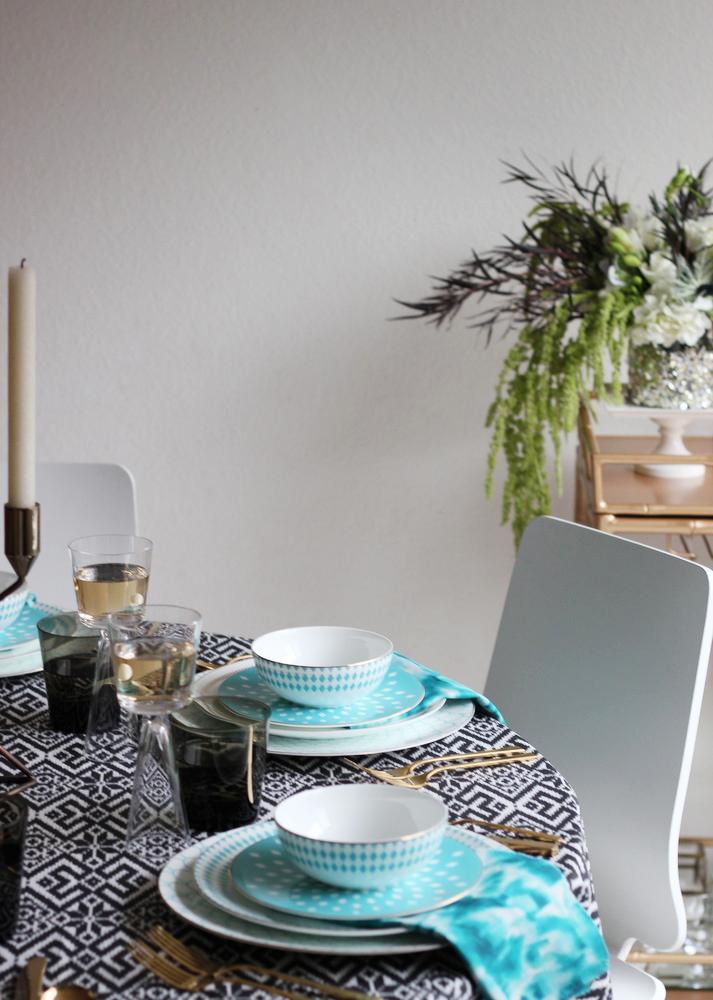 new years table setting idea.JPG