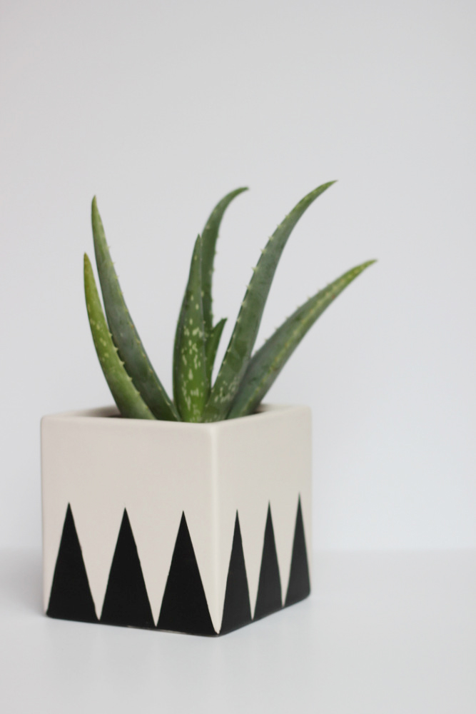 diy geometric planter vase.JPG