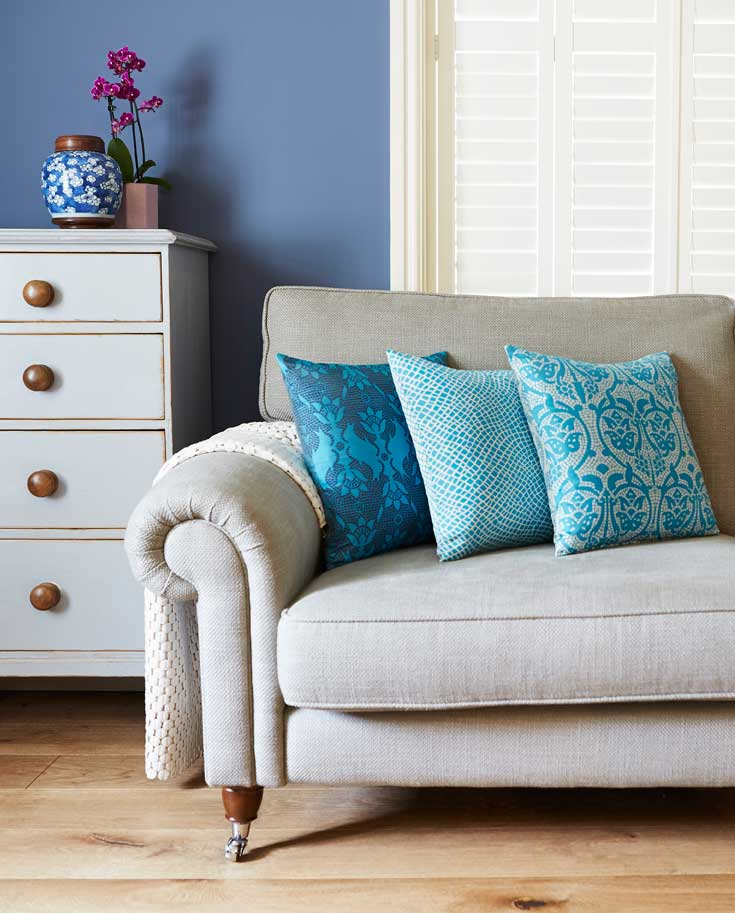 Kingfisher-turquoise blue with cream or navy, these silk cushions are made in the UK (photos George Baxter - http://www.georgebaxterphotography.com/)