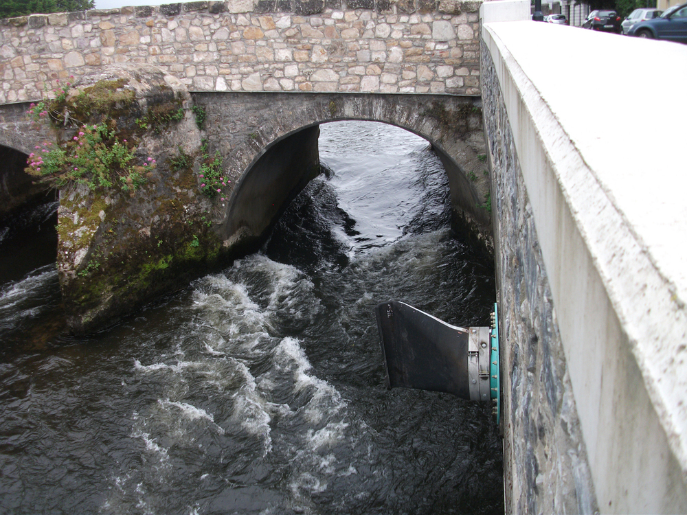 Tideflex valve mounted on quay wall at Old Bridge, low flow conditions