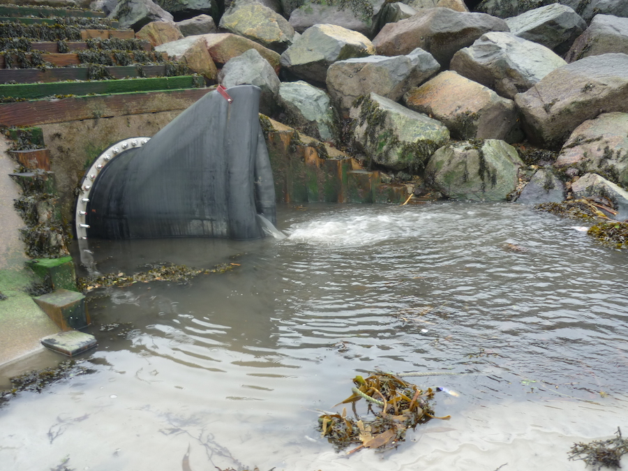 Whether it is silt or water surrounding it, a Tideflex valve always manages to discharge the upstream flow.