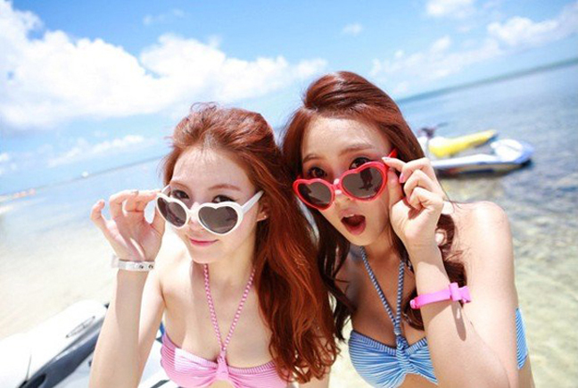Trendy-fashion-Stylish-Heart-Shape-Sunglasses-For-Women-s-and-Men-s-Peach-heart-Vacation-Beach.jpg