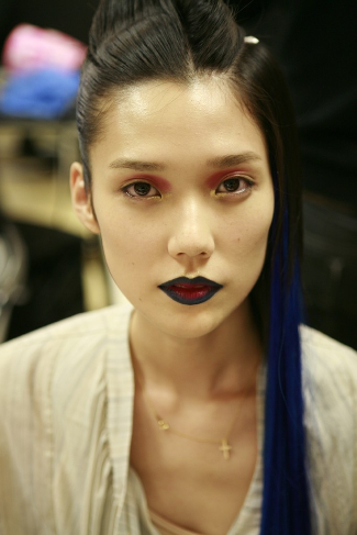 The gorgeous Tao Okamoto sporting blue hair and blue lips.