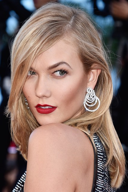 karlie-kloss-earrings-vogue-21may15-getty_b_426x639.jpg