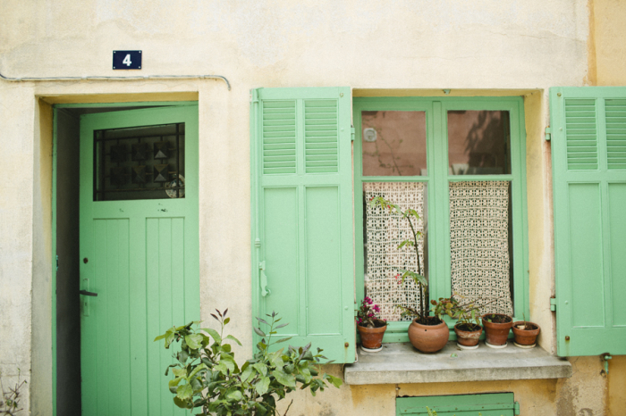 Green-Doors-in-St-Tropez-France-700x466.jpg