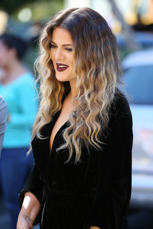 khloe-kardashian-dark-lipstick-daytime-main.jpg