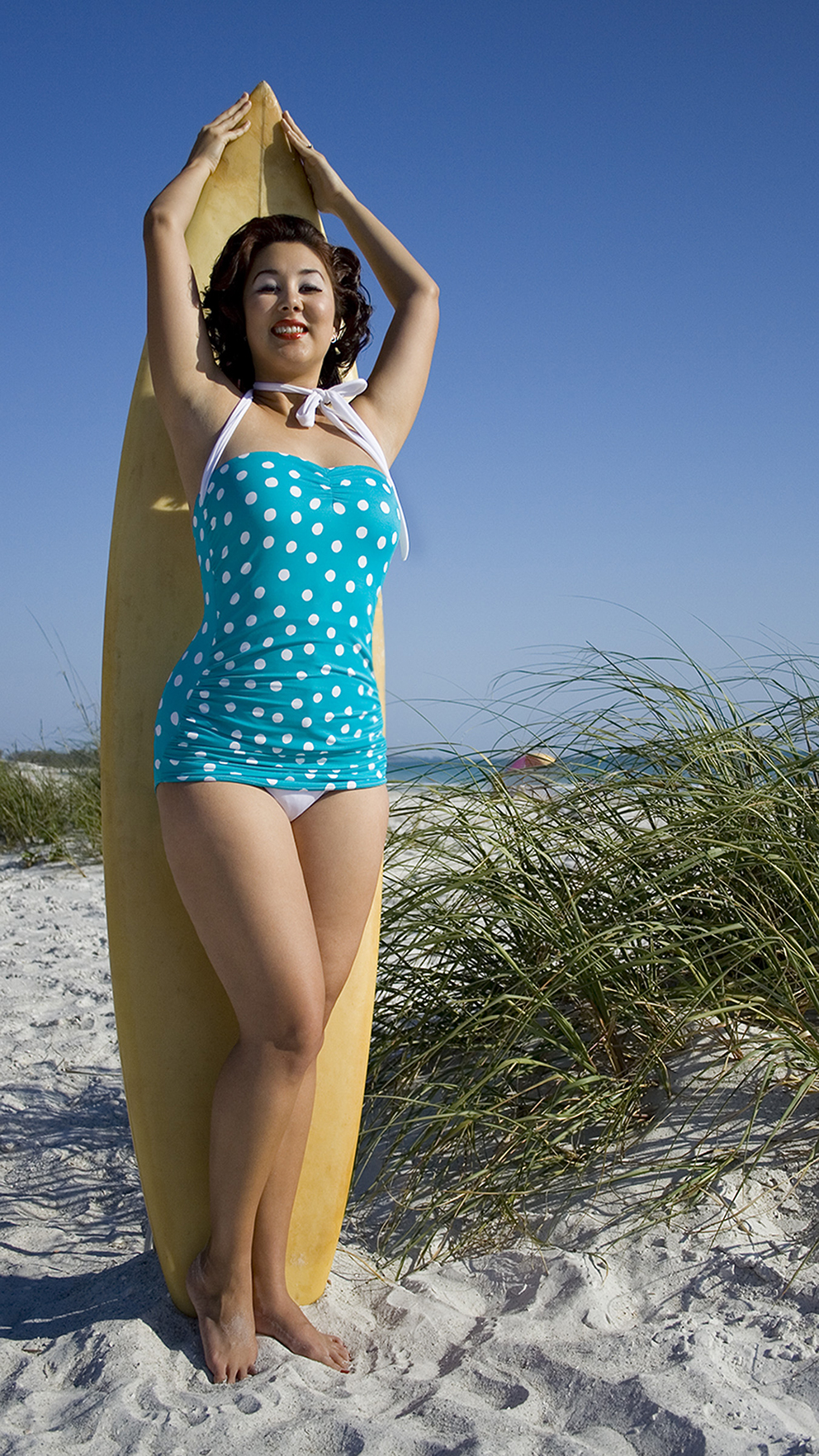 LadyE_BeachPinup_SurfsUp.jpg