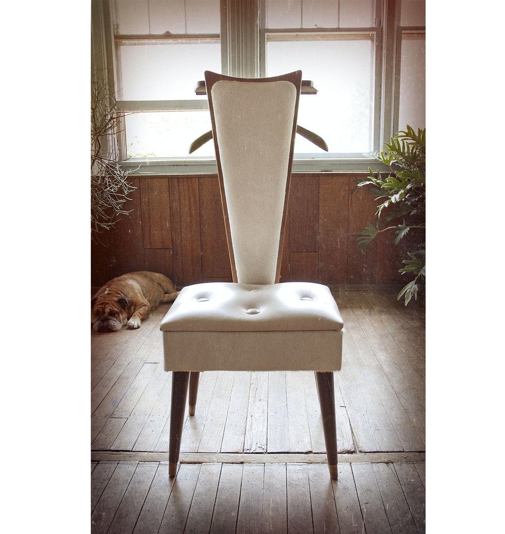 Merveilleux Butler Chair