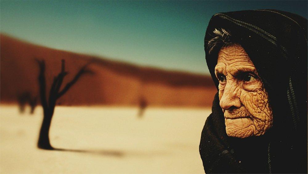 old-woman-574278_1920.jpg