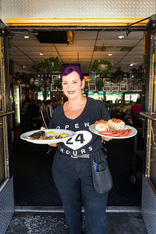 FTL_las_olas_the_floridian_dining_friendly_server-06057_hr.jpg