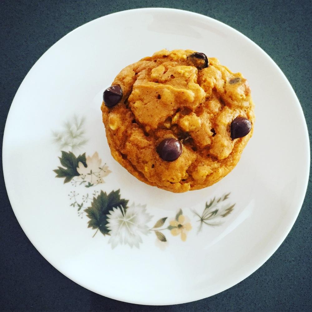 pumpkin_muffins_hillarywith2Ls.jpg
