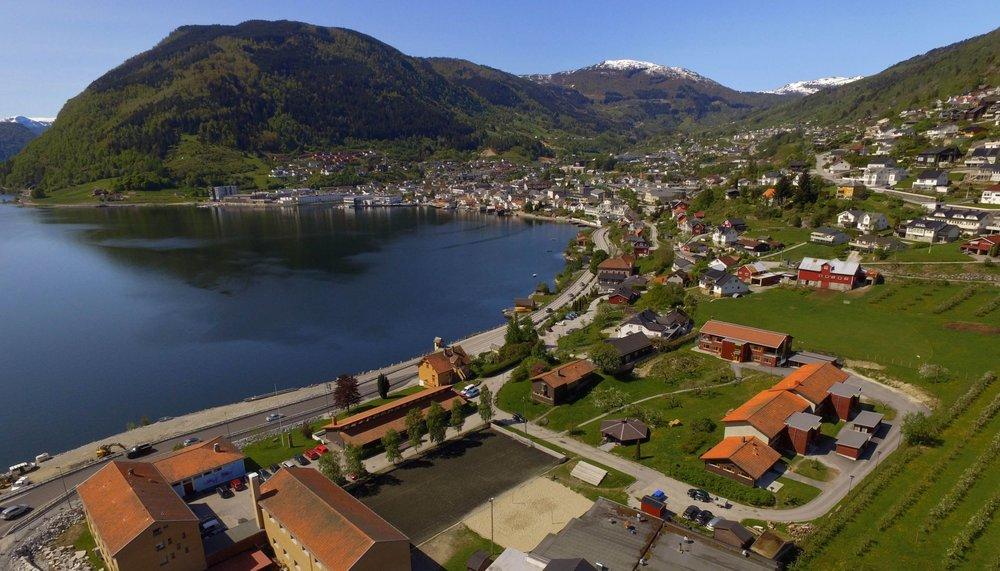 Oversikt over skulen og Sogndal