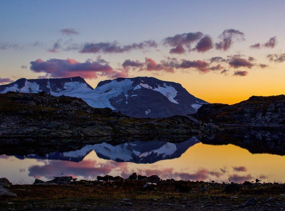 Et fantastisk kveldsbilde av Fanaråken og Steindalsno tatt fra Sognefjellshytta. Foto: Hedda Grenaker Randen