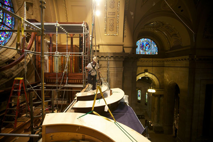 Rigger Sam Hartshorn prepares the upper entablatures for the second lift.