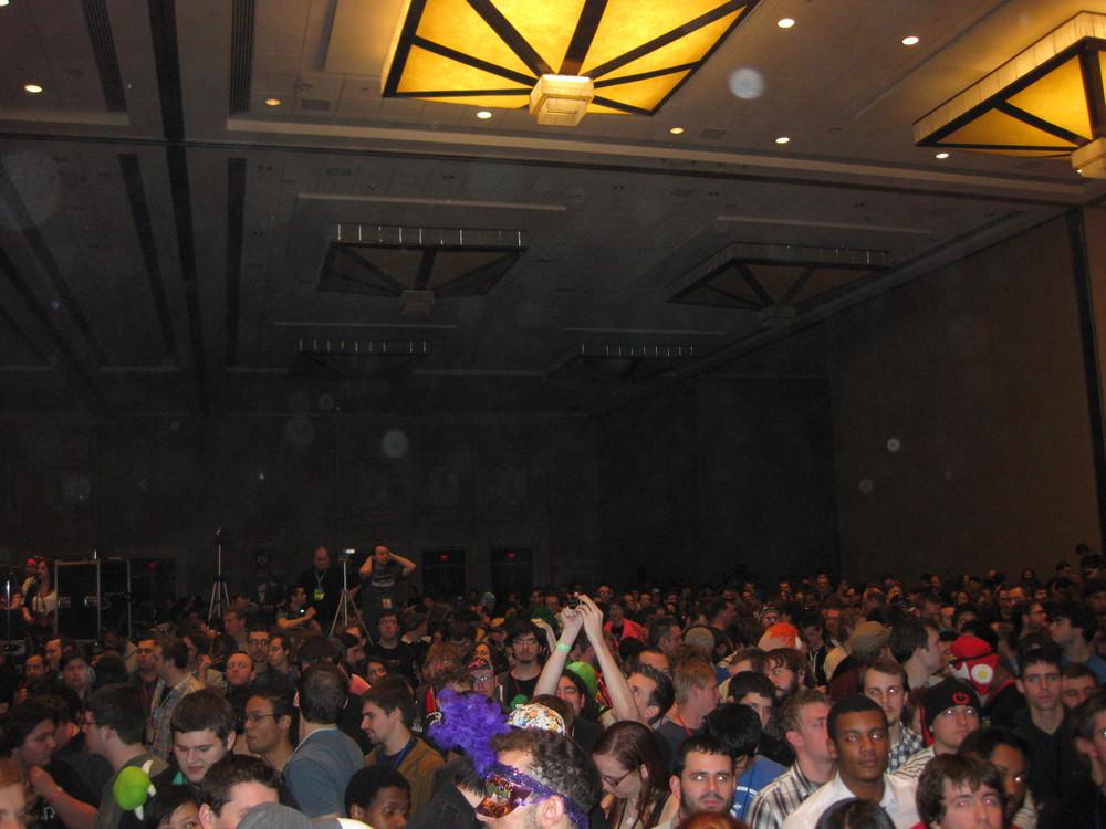 18 - Nobuo crowd