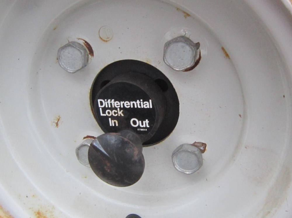 Ariens Differential Lock (on an ST824)