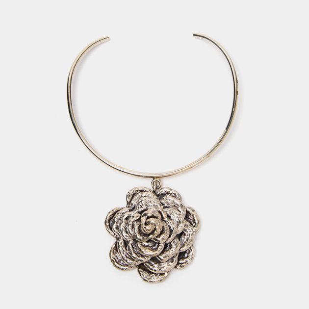 Anndra-Neen-Flower-Necklace-Maison-Mittweg