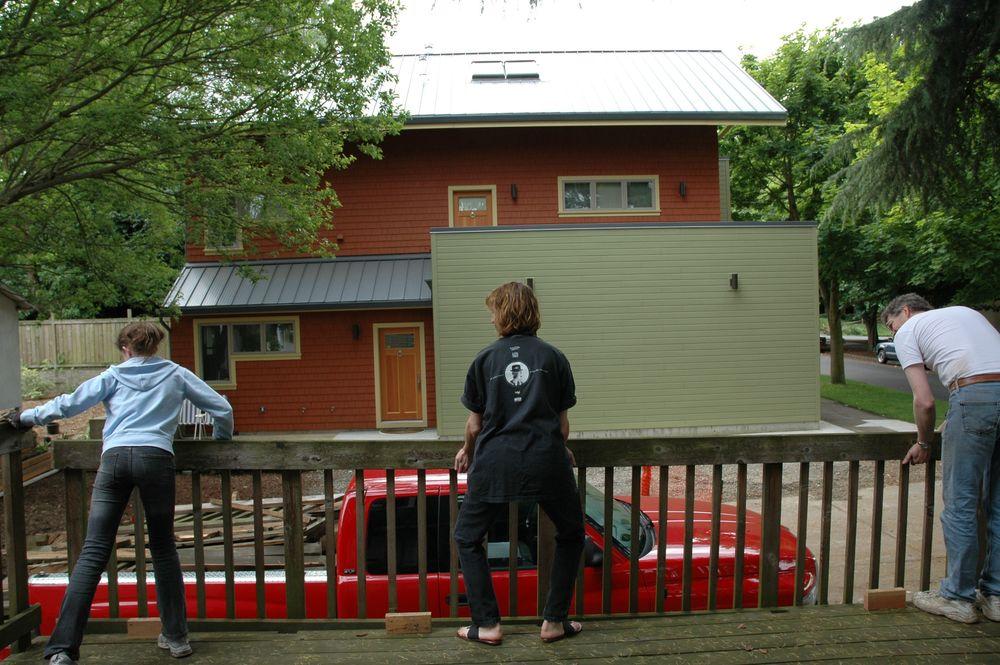 2005 Q2 Garage107.jpg