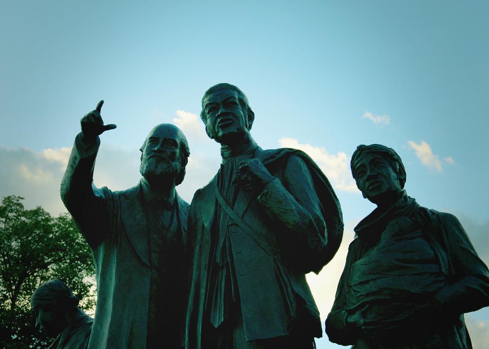 Statue_web2.jpg