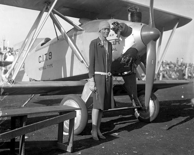 Amelia_Earhart_circa_1928.jpg