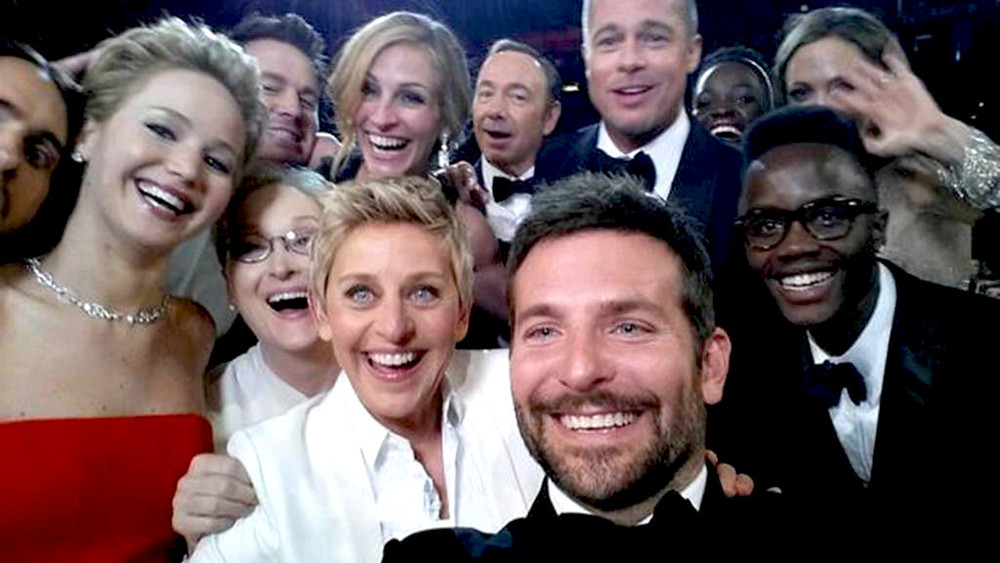 If only Bradley's arm was longer. Best photo ever.  #oscars