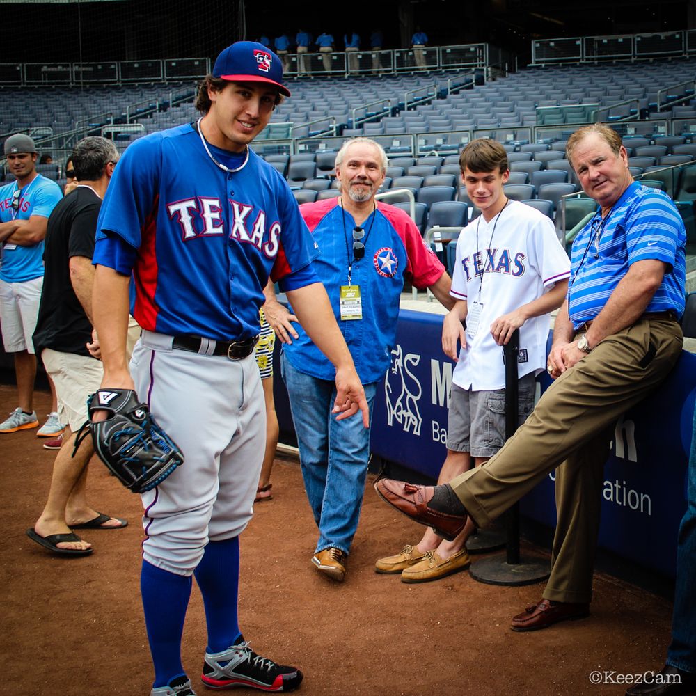 DEREK HOLLAND & THE TEXAS FANS
