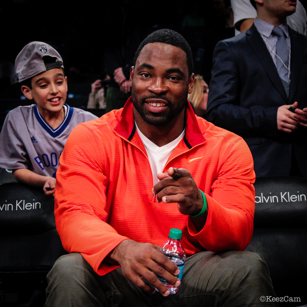Oakland Raiders DE Justin Tuck court side in Brooklyn