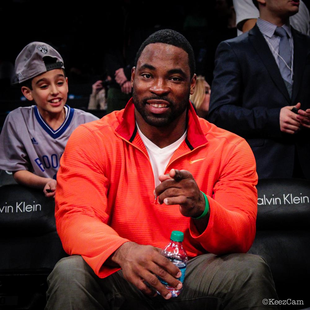 Oakland Raiders DE Justin Tuck court side in Brooklyn