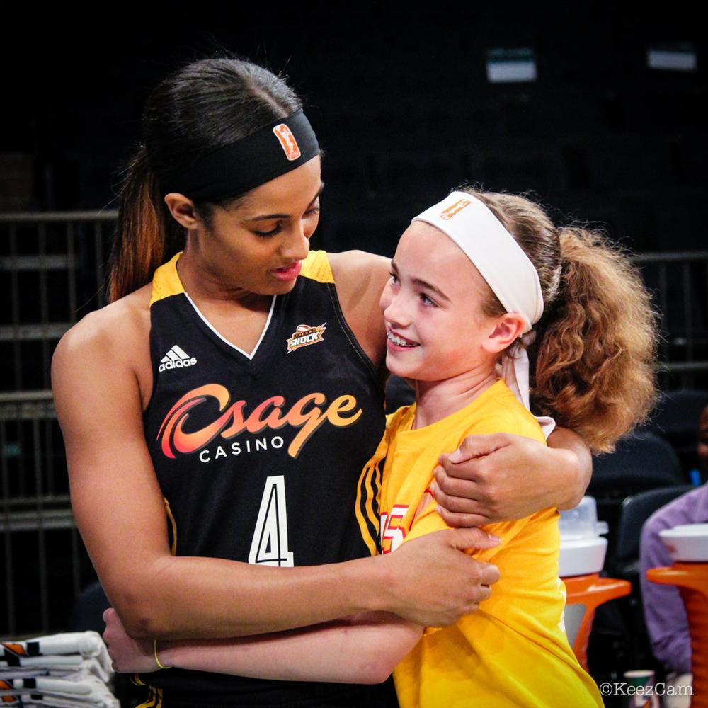 Skylar Diggins & young Tulsa fan