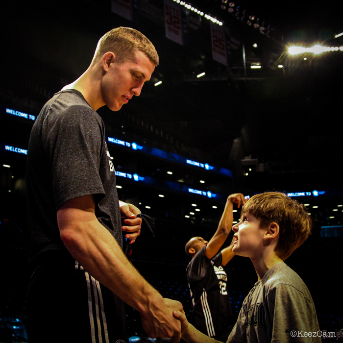 Mason Plumlee & young Brooklyn Nets fan