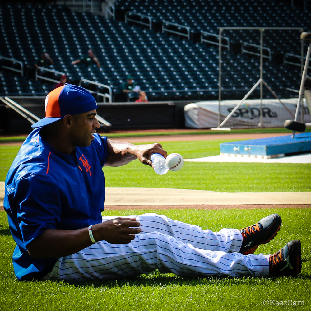 Yoenis Cespedes pre game pepper work