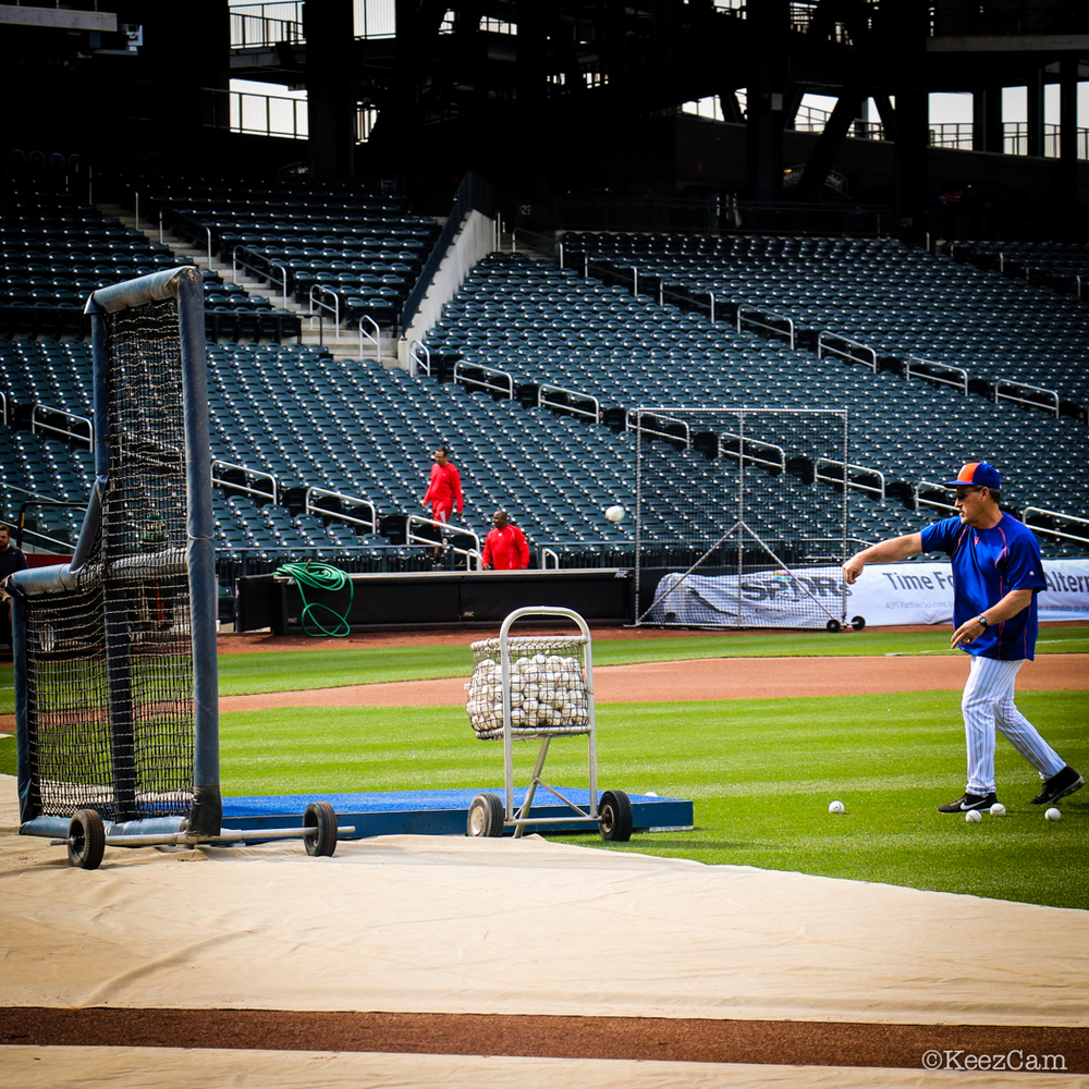 Mets coach warming up for BP