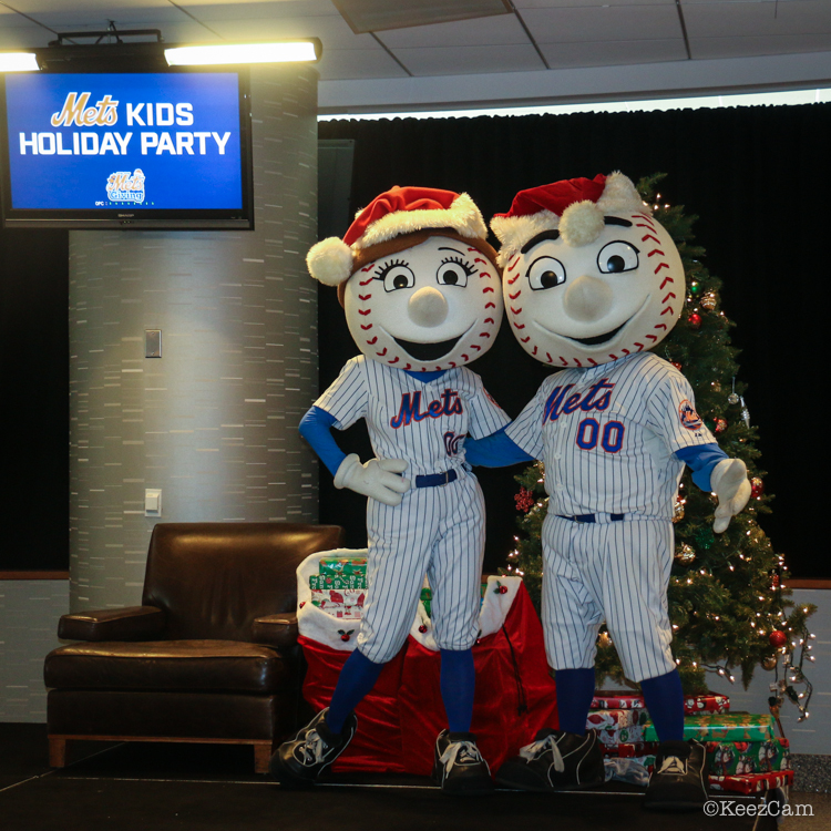 Mrs. & Mr. Met