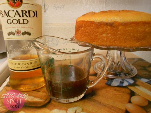 3.- Haz el jarabe mezclando una taza de cafe y ron al gusto.