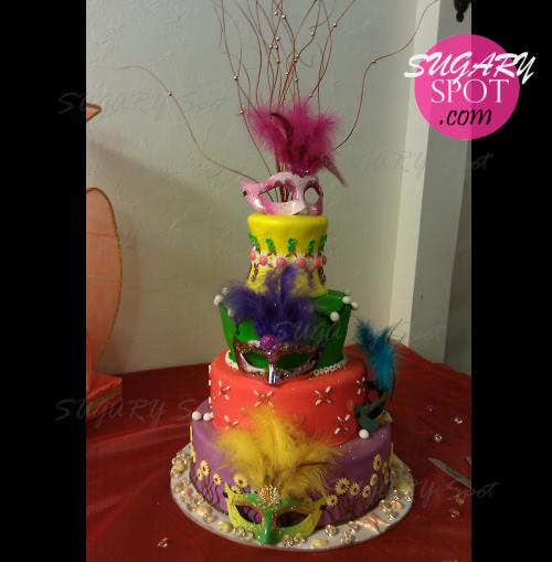 Pastel de XV años con tema de Carnaval.
