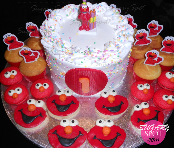 Pastel de Elmo, muffins, galletas decoradas con pasta de chocolate y mini whoopie pays.